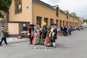 Vor der Schule Flohmarkt